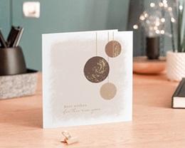 Carte de voeux avec logo d'entreprise Boules de Noël, Terracotta & Dorure gratuit